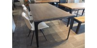 Table en bois d'acacia grise (démonstrateur)